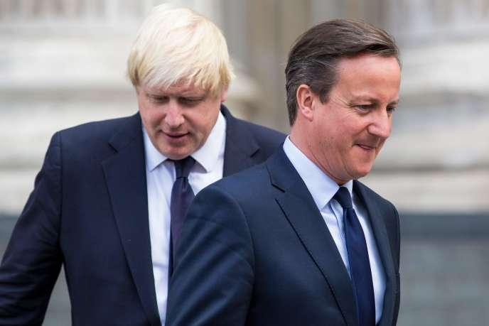 David Cameron (à droite) et le locataire actuel du 10 Downing Street, Boris Johnson (à gauche), à Londres, en 2015.
