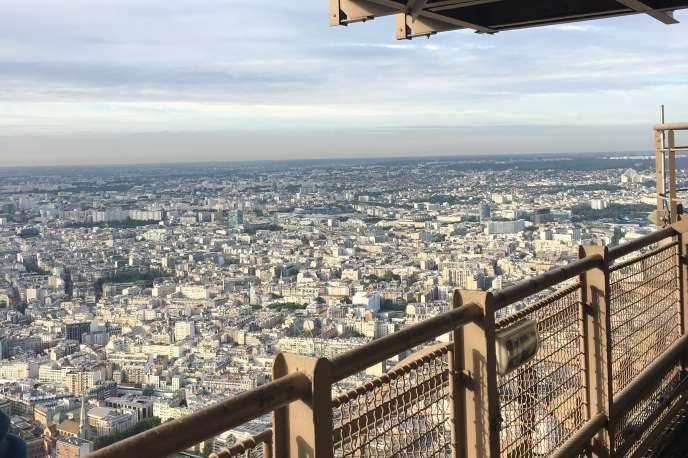 Vue ouest du dernier étage de la tour Eiffel, à Paris, le 8 juillet 2019.