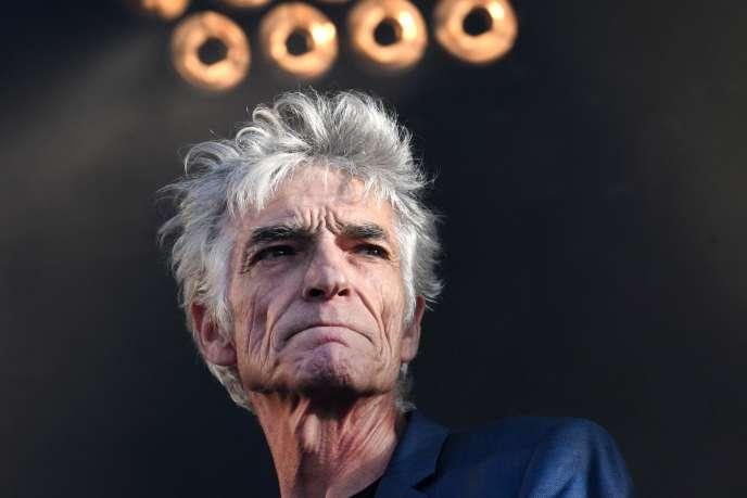 Le chanteur Philippe Pascal, mort jeudi 12 septembre, sur scène au festival Les Vieilles Charrues de Carhaix-Plouguer, le 19 juillet 2018.