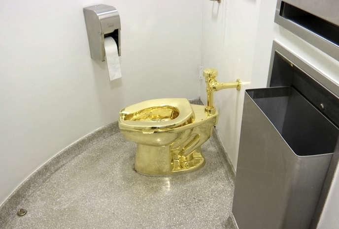 Les toilettes « America » exposées au musée Guggenheim de New York, en septembre 2016.