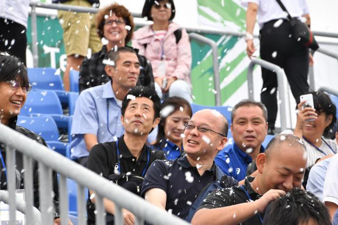 Les organisateurs des JO de 2020 ont testé, le13 septembre, un canon à neige au Sea Forest Waterway, site des compétitions de canoë et d'aviron dans la baie de Tokyo. Des flocons ont été projetés sur une partie des tribunes non couverte.