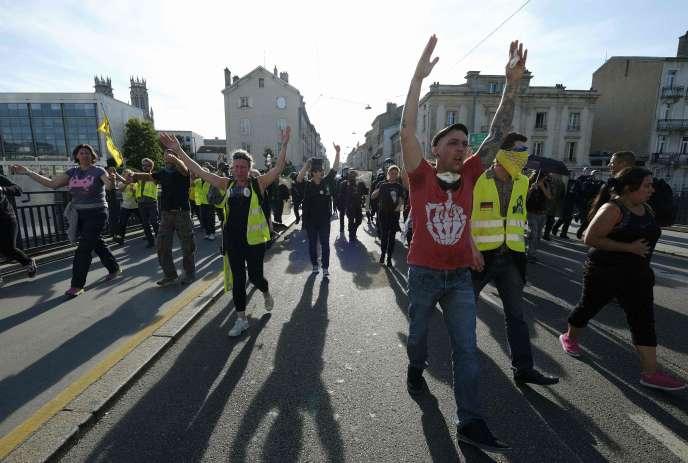 Des manifestants lors d'un rassemblement de « gilets jaunes», samedi 14 septembre à Nancy.