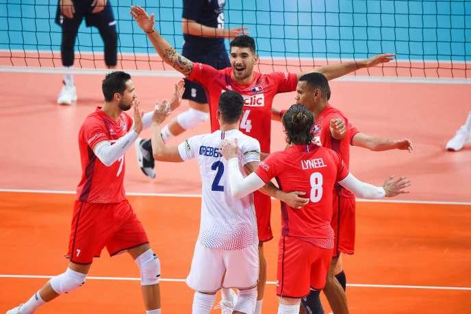 Les joueurs français célèbrent leur victoire face à la Grâce lors de l'Euro de volley.