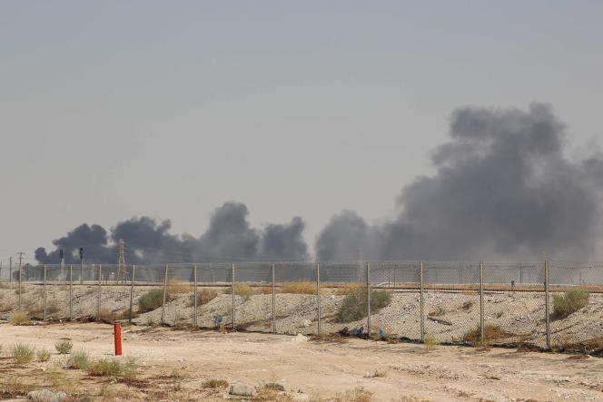 Aux abords de l'installation pétrolière Aramco d'Abqaiq, en Arabie saoudite, le 14 septembre.
