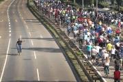 Des manifestants à vélo convergent vers le salon de l'automobile à Francfort, le 14 septembre 2019.
