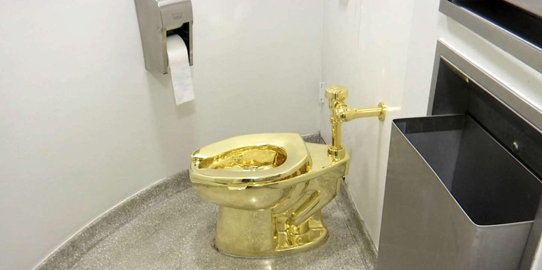 Tableau Pour Mettre Dans Les Toilettes les toilettes en or massif de l'artiste maurizio cattelan