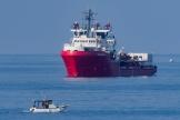 L'Italie a de facto réouvert ses ports aux navires de sauvetage en laissant débarquer samedi 82 migrants de l'Ocean Viking à Lampedusa.