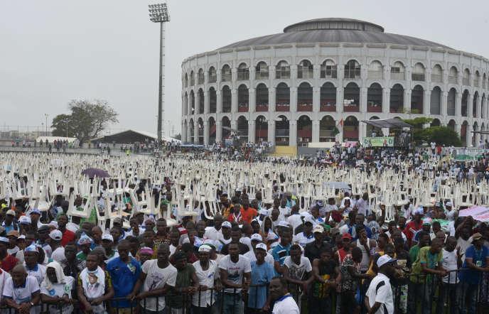 Large affluence au meeting de réconciliation de l'opposition à Abidjan le 14, septembre 2019. (Photo by Sia KAMBOU / AFP) /