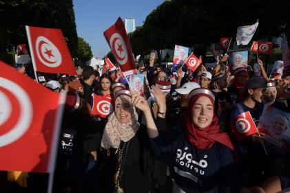 Des partisans du candidat à la présidentielle tunisienne Abdelfattah Mourou dans les rues de la capitale, le 13 septembre.