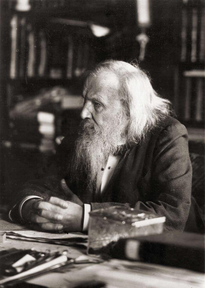 Le chimiste russe Dmitri Mendeleïev est l'inventeur du tableau périodique des éléments, encore utilisé aujourd'hui, 150 après sa création.