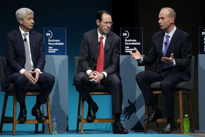Jamie Dimon, Randall Stephenson et Dennis Muilenburg, respectivement patrons de JP Morgan Chase,AT&T etBoeing, lors d'une réunion de Business Roundtable, à Washington, en décembre 2018.