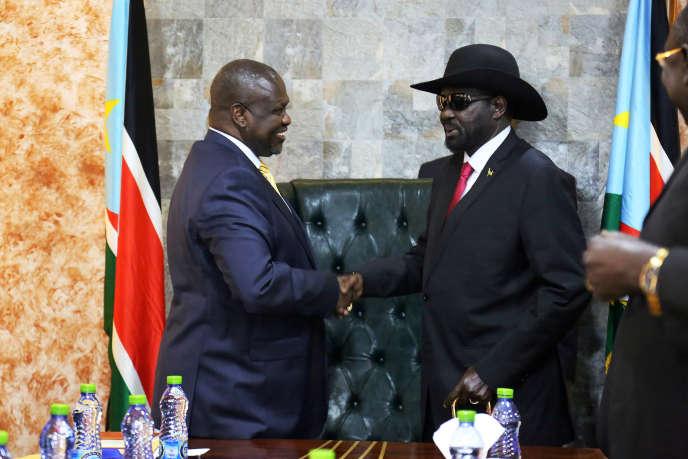 Le président du Soudan du Sud Salva Kiir (à droite) et l'ancien vice-président et principal opposant Riek Machar à Juba, le 9 septembre 2019.