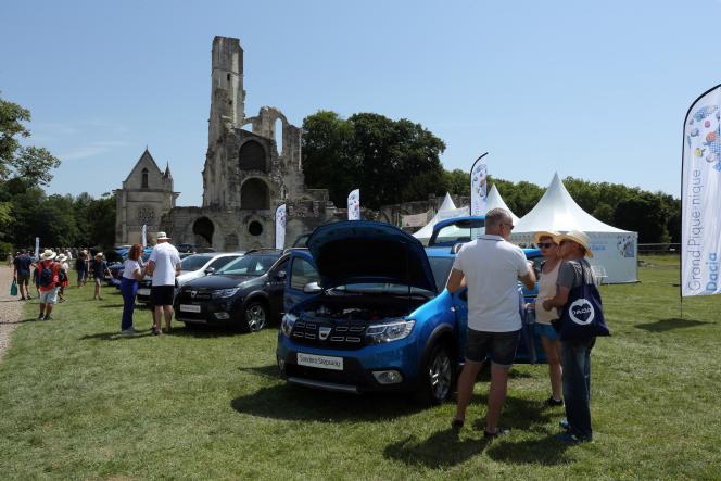 Au « Grand pique-nique Dacia », à l'abbayede Chaalis,dans l'Oise,le 30 juin.
