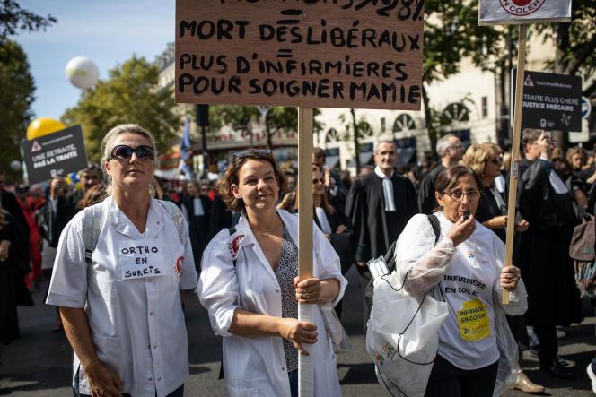 «On va doubler mes cotisations»,témoigne Caroline Haÿ, infirmière libérale, à la manifestation contre la réforme des retraites à Paris, le 16septembre.