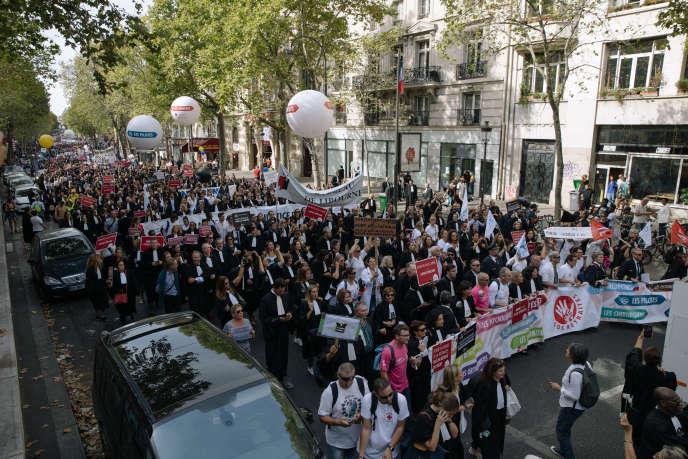 Manifestation contre la réforme des retraites le 16 septembre 2019 à Paris. Avocats, médecins et paramédicaux, pilotes, hôtesses et stewards sont descendus dans la rue pour défendre leurs « régimes autonomes » de retraite contre le « système universel » voulu par le gouvernement.
