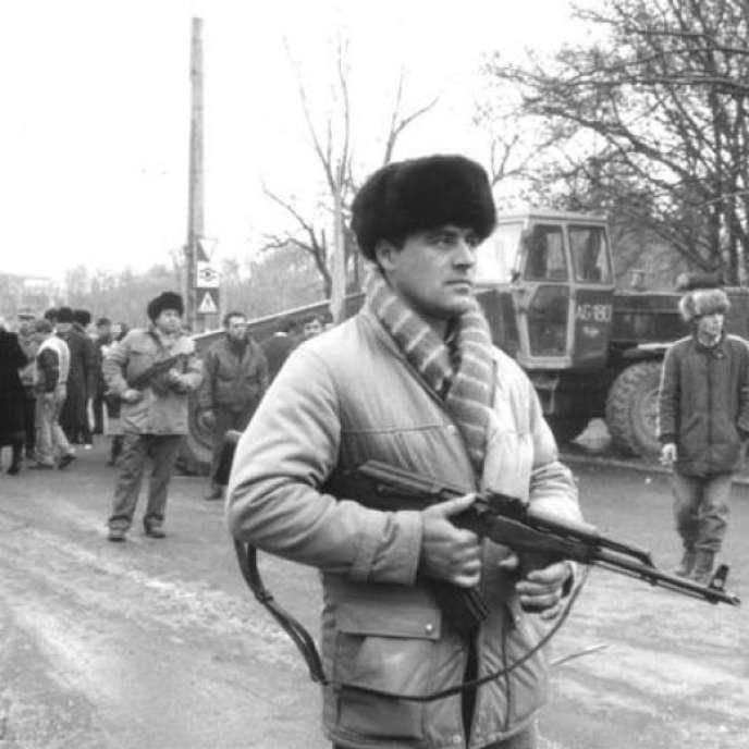 Civils en armes durant la révolution roumaine de 1989.