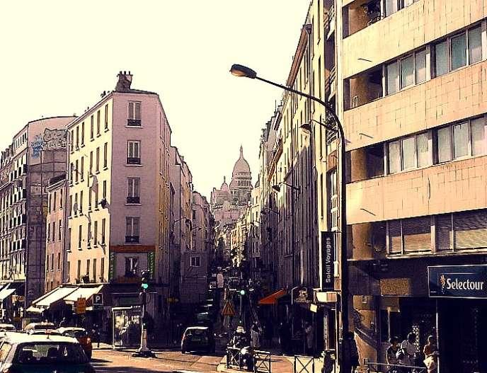 Rue de Chartres, quartier de la Goutte-d'Or, à Paris.