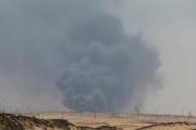 De la fumée s'échappe du site pétrolier d'Abqaïq, en Arabie Saoudite, le 14 septembre.
