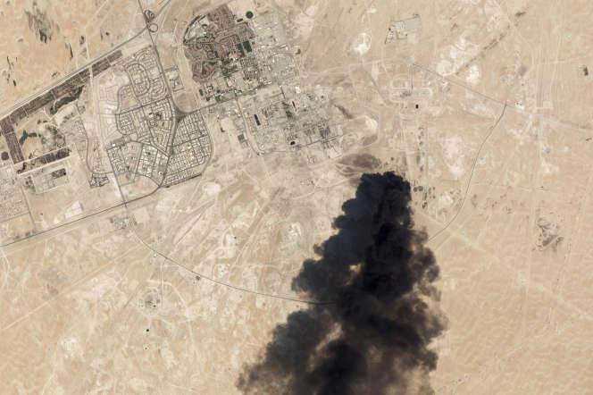 Image satellite de l'usine d'Abqaïq (Arabie saoudite), plus grand site mondial de transformation de brut, après l'attaque du 14 septembre.