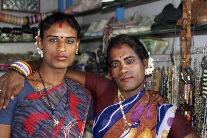 Deux hijras, nées dans un corps d'homme mais à l'âme féminine, à Bangalore, au sud de l'Inde.