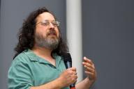 Richard Stallman lors d'une conférence à Saint-Etienne en 2008.
