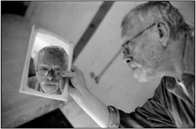Le peintre Sam Szafran à la Fondation J.Llorens-Artigas à Gallifa (Catalogne, Espagne), en juin 2005.