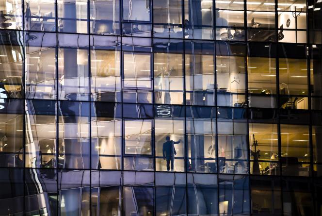 Selon les sociologues Dominique Méda et Patricia Vendramin,la valeur de l'expérience dans le monde du travail a diminué au profit de l'innovation.