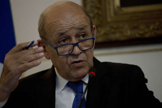 The identity of Defense Minister Jean-Yves Le Drian, here in Cairo on September 17, was usurped, as well as that of his collaborators when he was in foreign affairs.