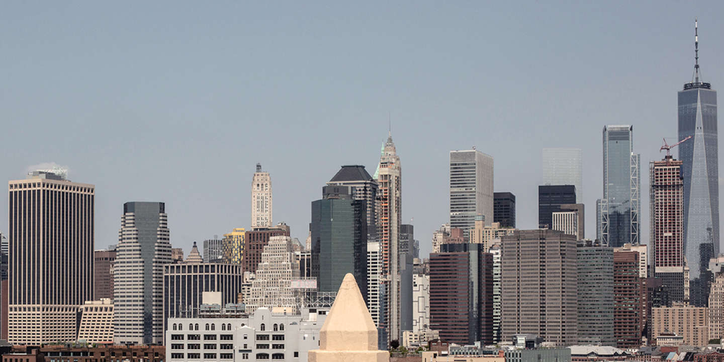 Employees on a rooftop patio overlooking the Manhattan skyline at Etsy's Headquarters on Adams St., In Brooklyn, N.Y., on Friday, May 31, 2019.  CREDIT:  Bryan Anselm/Redux for M Le magazine du Monde