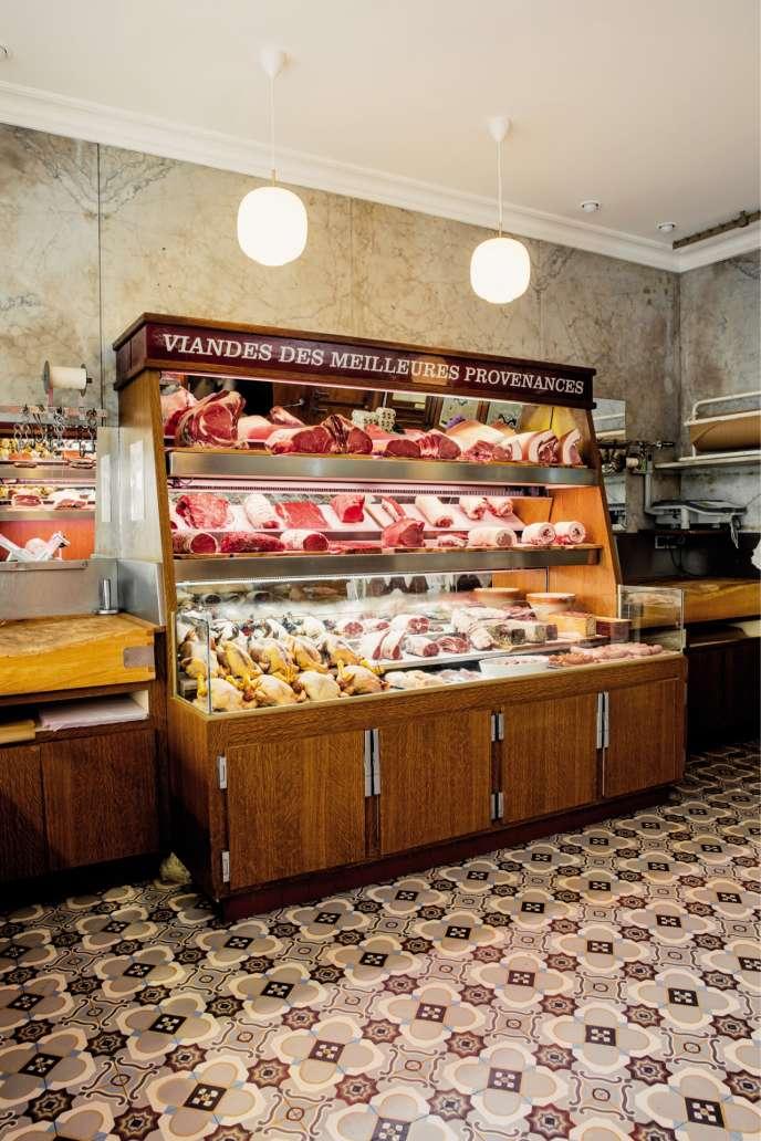 Située à côté de son restaurant, la boucherie Grégoire, reprise par le chef Antonin Bonnet, estsa seule source d'approvisionnement en viande.