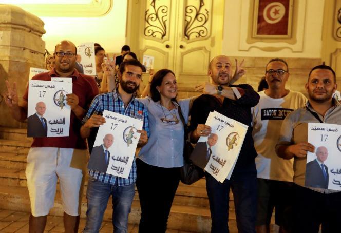 Des partisans deKaïs Saïed, le 15 septembre à Tunis.