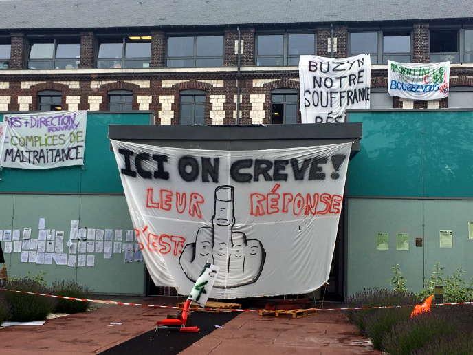 Grève au centre hospitalier du Rouvray (Seine-Maritime), le 16 septembre.