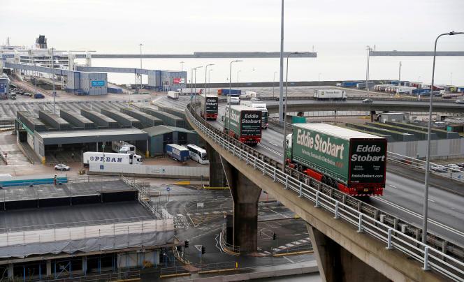 Les camions arrivent au port de Douvres lors d'un essai sur la façon dont la route sera gérée en cas de «non-accord» Brexit, Kent, Grande-Bretagne, 7 janvier.