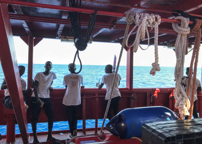 Des migrants sur le pont du « Ocean Viking», navire de sauvetage affrété par les ONG françaises SOS Méditerranée et Médecins sans frontières, le 20 août 2019, en Méditerranée.