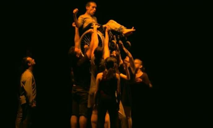 Le final d'une représentation donnée par la troupe de la chorégraphe Cécile Martinez.