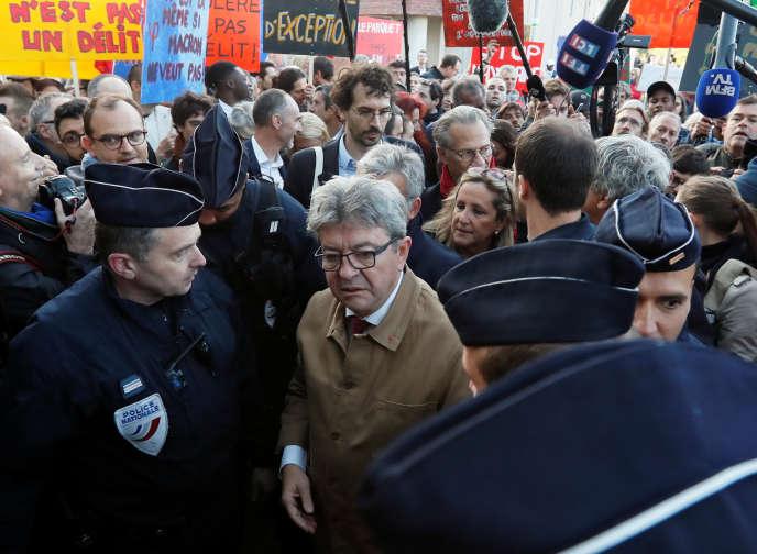 Jean-Luc Mélenchon à son arrivée au tribunal de grande instance de Bobigny (Seine-Saint-Denis), le 19 septembre.