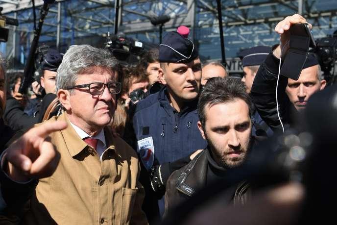Jean-Luc Mélenchon, à son arrivée au tribunal de Bobigny, le 19 septembre.