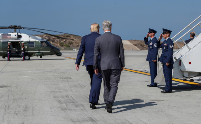 Donald Trump et son nouveau conseiller à la sécurité nationale, Robert O'Brien, à l'aéroport de Los Angeles, le 18 septembre.