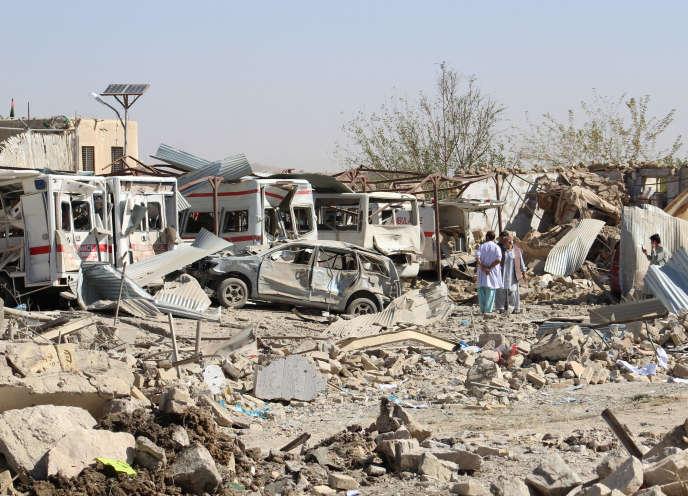 Sur le lieu de l'attentat à Qalat, capitale de la province de Zabul, en Afghanistan, le 19 septembre.