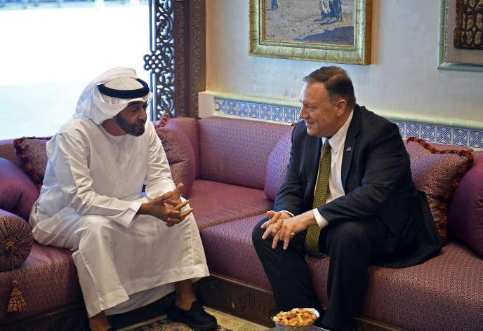 Le sécrétaire d'Etat américain, Mike Pompeo (à droite) avec le prince héritier d'Abou Dhabi, Mohammed Ben Zayed Al-Nahyane, jeudi 19 septembre, à Abou Dhabi.