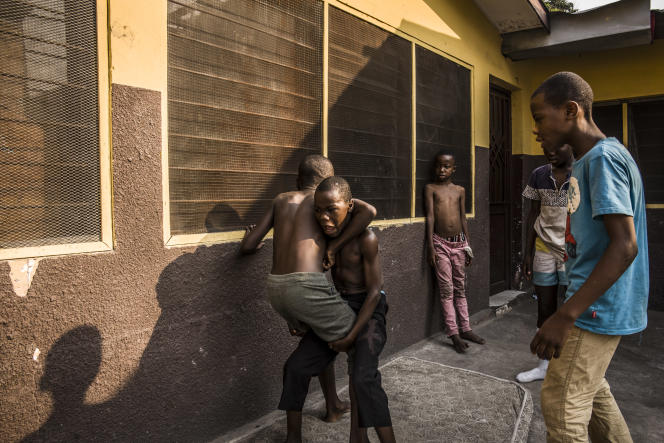Des anciens« shégués» dans le centre de réinsertion Oseper, à Kinshasa, en septembre 2019.