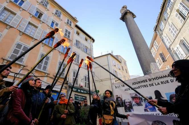 Rassemblement en hommage aux victimes de l'effondrement de deux immeubles rue d'Aubagne, à Marseille, le 5 mai.