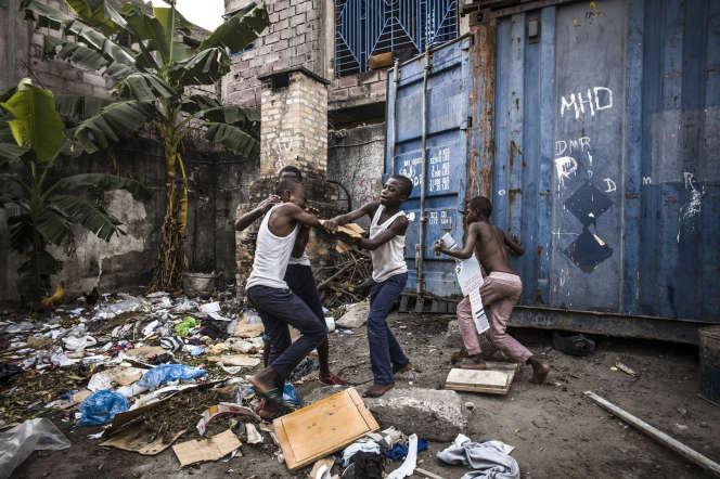 Des «shégués», enfants des rues, à Kinshasa en septembre 2019.