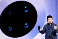 Richard Yu, le PDG de Huawei, présente le Mate 30 à Munich.