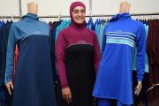 Fatma Taha pose dans un magasin de vêtements à Sydney, en août 2016.