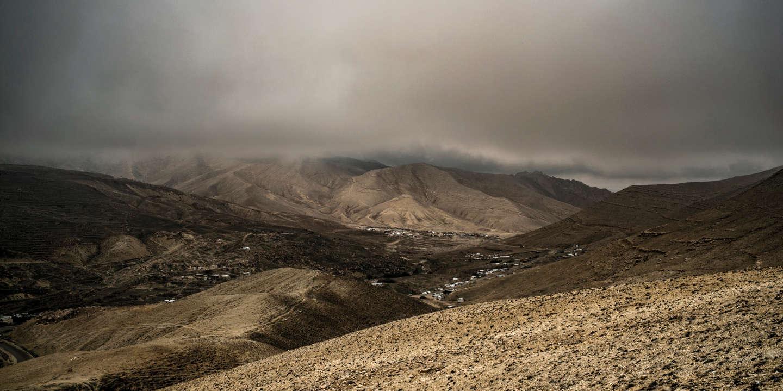 Les monts Sinjar, où des centaines de milliers de Yézidis ont trouvé refuge lors de l'attaque du groupe Etat islamique sur la région. Aujourd'hui, plusieurs milliers d'entre eux vivent toujours sur la montagne, leur refuge ancestral.