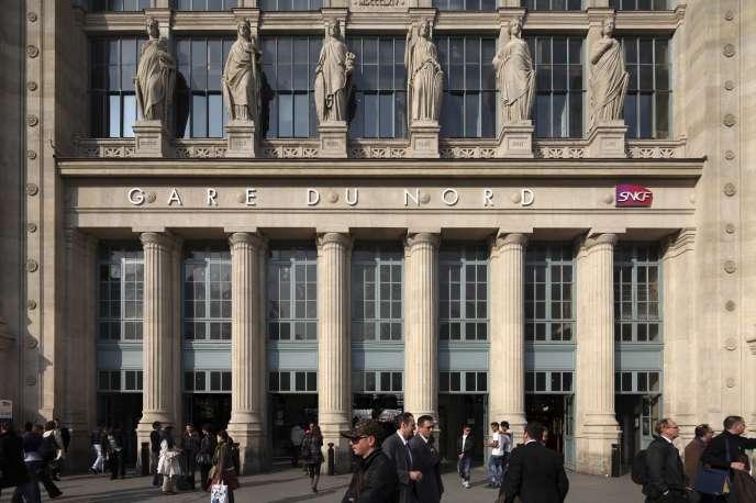«Un melting-pot de voyageurs venus de Londres ou de Bruxelles pour affaires croise chaque jour les touristes et les passagers du RER de la banlieue parisienne. 2100 trains et 700000 voyageurs par jour, soit plus de 250millions par an.»