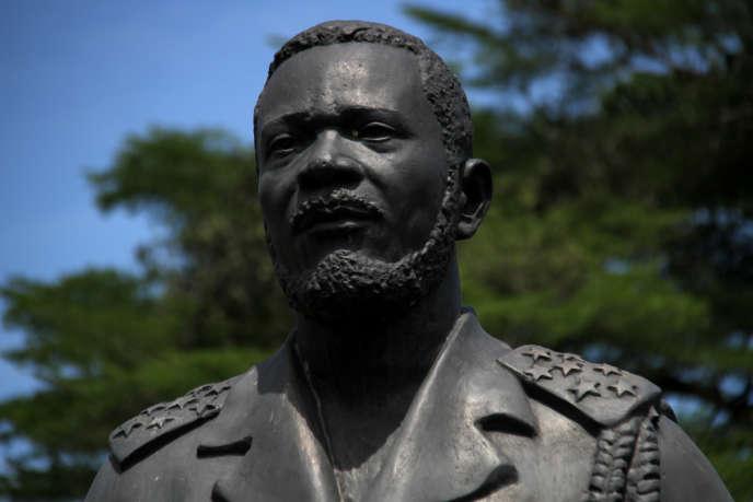 Le 3 novembre 2018, la statue de bronze de Jean-Bédel Bokassa continue de veiller sur la tombe de l'ancien empereur, dans le palais de Bérengo.