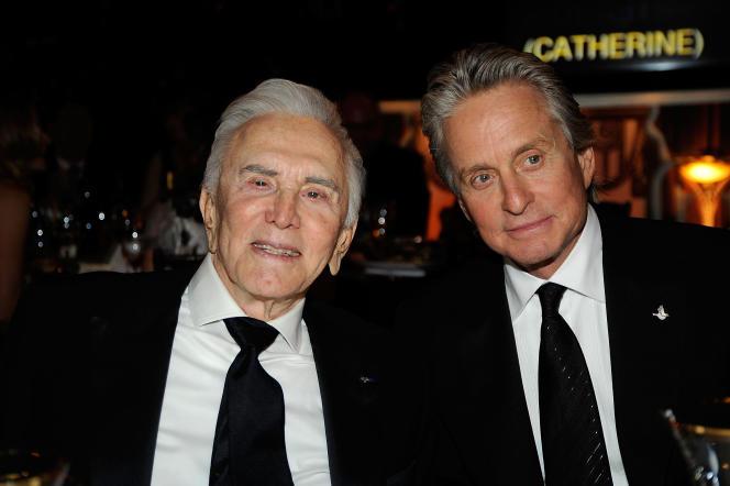 Kirk Douglas et son fils Michael Douglas à Culver City en Californie, en 2009.