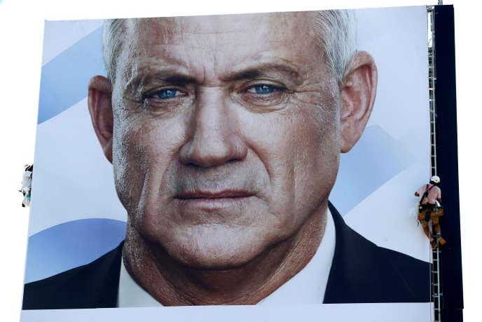 Une affiche de campagne représentant Benny Gantz, à Tel-Aviv (Israël), le 9 septembre.